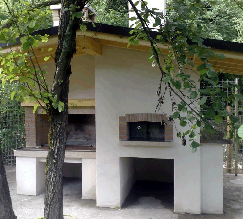 caminetto esterno con forno